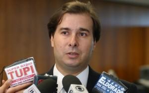 Rodrigo Maia rói a corda e ataca o PSDB