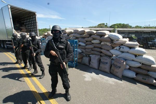 http://www.politicalivre.com.br/wp-content/uploads/2011/12/maconha_bahia.jpg